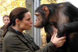 Eilsabeth Lanz, Schauspielerin, Tierärztin, Affe, Kuss, Schauspielen, Tiere, Liebe, Zuneigung, Zoo, Leipzig, Haare, Arzt,